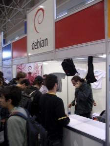 debian1-225x300